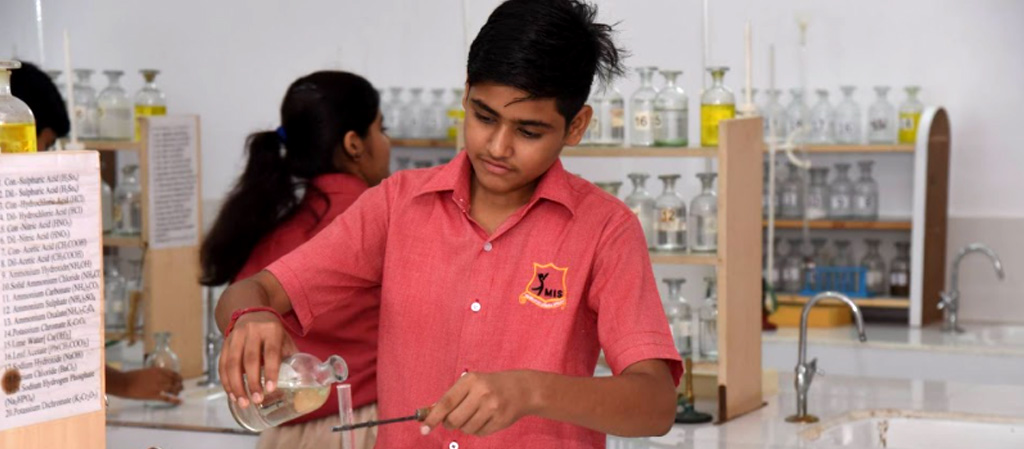 What are the advantages that come with opting for a CBSE school?